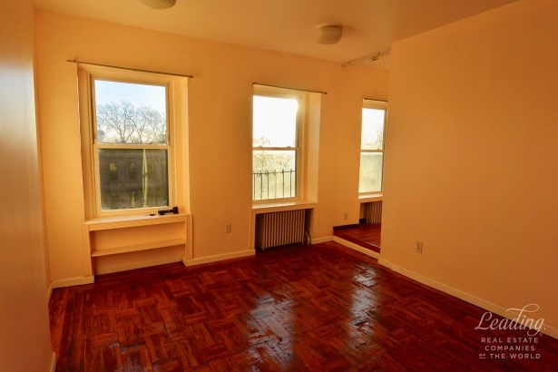 Classic One Bed Plus Separate Den 3, Carroll Gardens, NY - USA (photo 2)