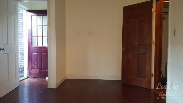 Floor Thru Townhouse At Court S9 No Fee Townhouse1, Astoria, NY - USA (photo 3)