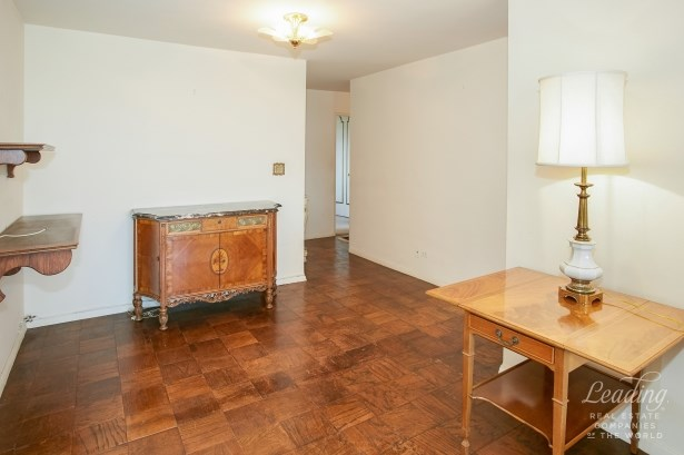 110 -11 Queens Boulevard 30k 30k, Forest Hills, NY - USA (photo 2)