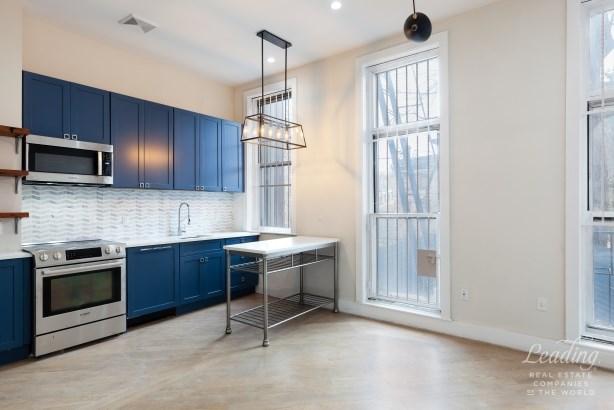 473 Tompkins Avenue 1 1, Brooklyn, NY - USA (photo 3)