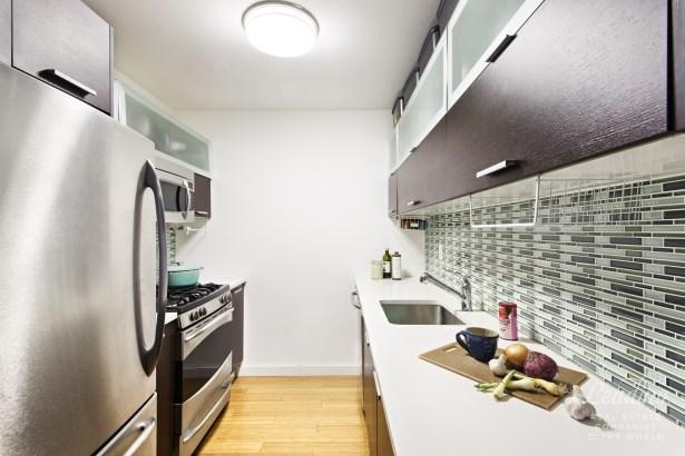 2021 First Avenue 2b 2b, New York, NY - USA (photo 3)
