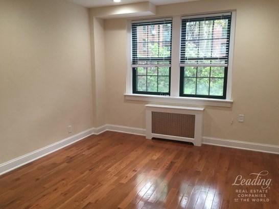 Rent Stabilized  Renovated 1 Bedroom A62, Sunnyside, NY - USA (photo 2)