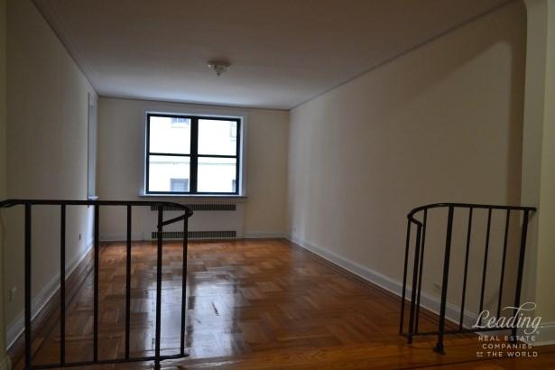 802 West 190th Street 2a 2a, New York, NY - USA (photo 2)