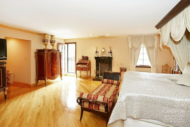 36 Wendover Road, Forest Hills, NY - USA (photo 4)