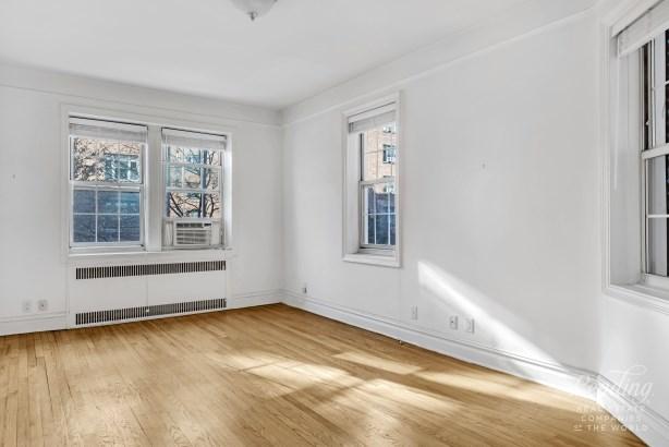 77 -12 35th Avenue B21 B21, Jackson Heights, NY - USA (photo 4)