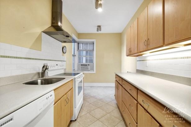 77 -12 35th Avenue B21 B21, Jackson Heights, NY - USA (photo 5)