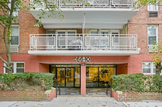 66-10 Thornton Place 4e, Rego Park, NY - USA (photo 2)