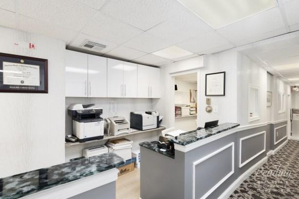 215 East 77th Street Medical, New York, NY - USA (photo 2)