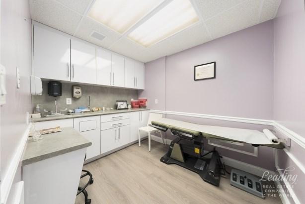 215 East 77th Street Medical, New York, NY - USA (photo 3)