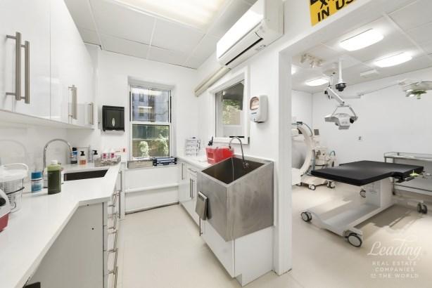 215 East 77th Street Medical, New York, NY - USA (photo 4)