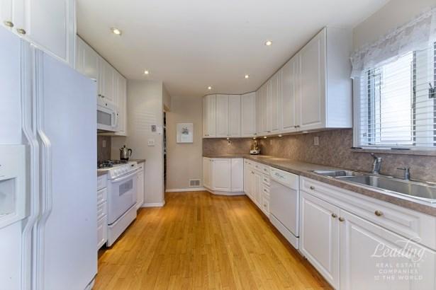 246 -31 Van Zandt Avenue, Douglaston, NY - USA (photo 3)
