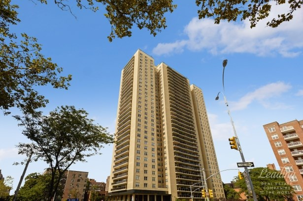 110 -11 Queens Boulevard 24j 24j, Forest Hills, NY - USA (photo 1)