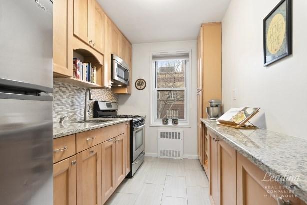 34 -15 74th Street 4c 4c, Jackson Heights, NY - USA (photo 2)