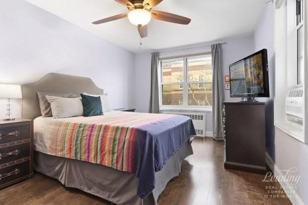 34 -15 74th Street 4c 4c, Jackson Heights, NY - USA (photo 3)