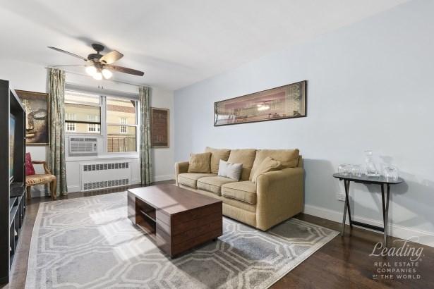 34 -15 74th Street 4c 4c, Jackson Heights, NY - USA (photo 4)