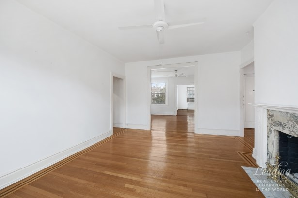 Rare 3 Bedroom Gem In Historic District 51, Jackson Heights, NY - USA (photo 1)