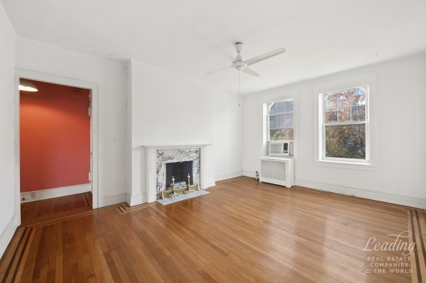 Rare 3 Bedroom Gem In Historic District 51, Jackson Heights, NY - USA (photo 2)