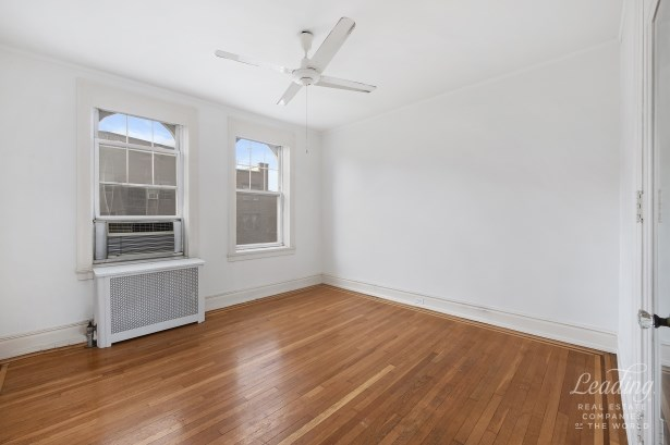 Rare 3 Bedroom Gem In Historic District 51, Jackson Heights, NY - USA (photo 4)
