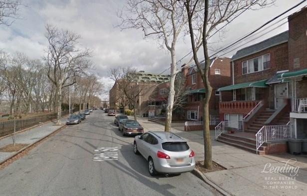3-family Townhouse Perfect Neighborhood, Astoria, NY - USA (photo 1)