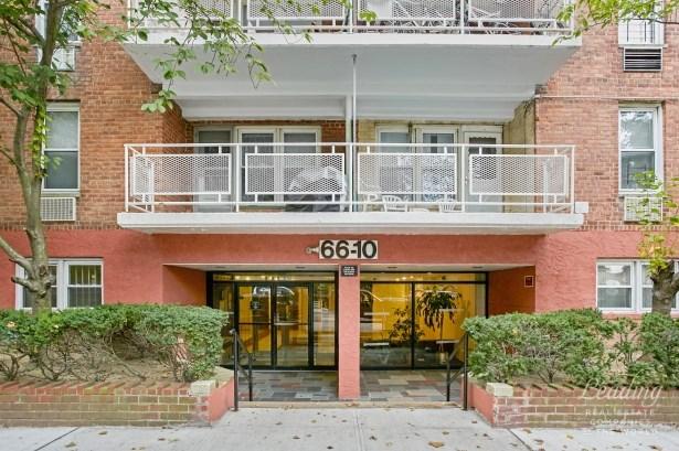 66 -10 Thornton Place 2j 2j, Rego Park, NY - USA (photo 2)