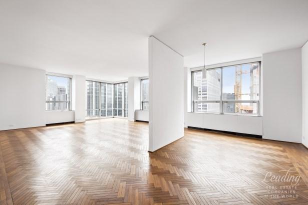Lap Of Luxury 42d, New York, NY - USA (photo 2)