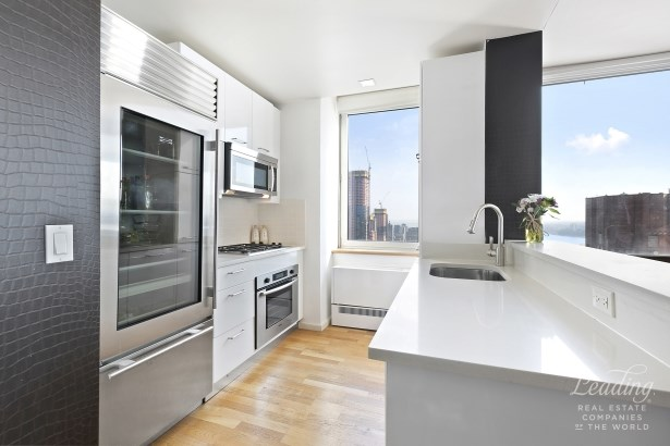 635 West 42nd Street 38k, New York, NY - USA (photo 2)