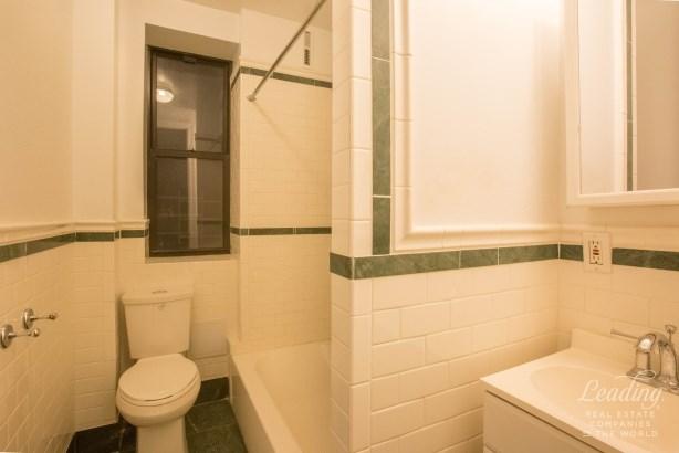 Washington Heights 35, New York, NY - USA (photo 3)