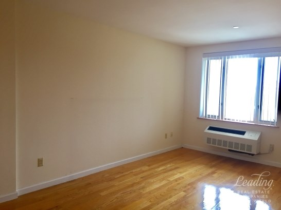 63 -14 Queens Boulevard 3m, Woodside, NY - USA (photo 3)