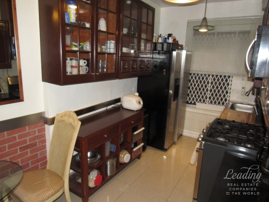 109 -14 Ascan Avenue 2f 2f, Forest Hills, NY - USA (photo 2)