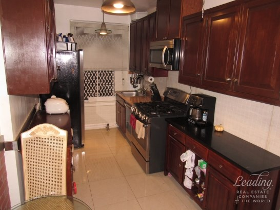 109 -14 Ascan Avenue 2f 2f, Forest Hills, NY - USA (photo 3)
