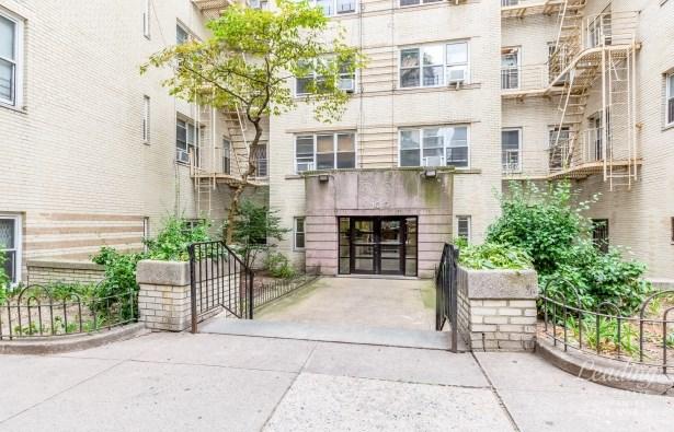 100 Bennett Avenue 4a, New York, NY - USA (photo 1)