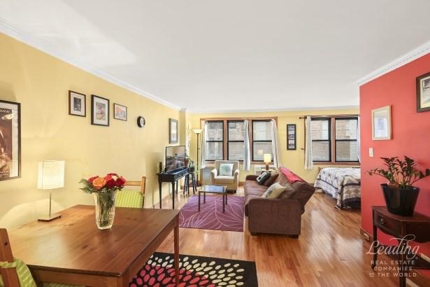 37 -31 73rd Street 1l, Jackson Heights, NY - USA (photo 1)
