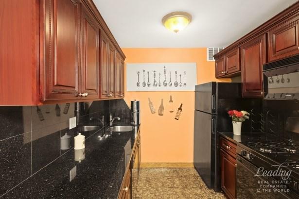 37 -31 73rd Street 1l, Jackson Heights, NY - USA (photo 3)