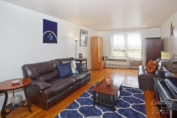 66 -10 Thornton Place 6d 6d, Rego Park, NY - USA (photo 1)