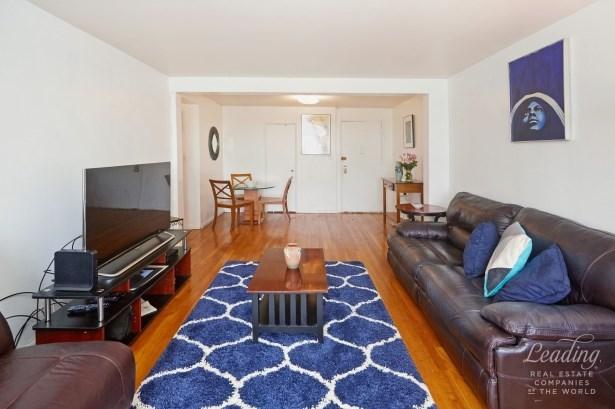 66 -10 Thornton Place 6d 6d, Rego Park, NY - USA (photo 3)