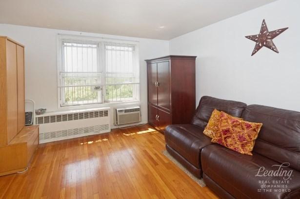 66 -10 Thornton Place 6d 6d, Rego Park, NY - USA (photo 5)