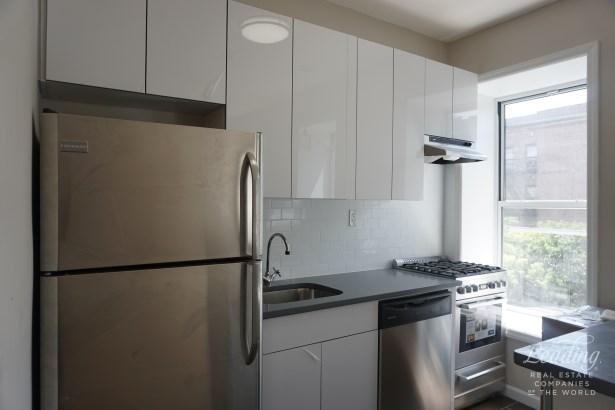 823 Gates Avenue 3 3, Brooklyn, NY - USA (photo 1)