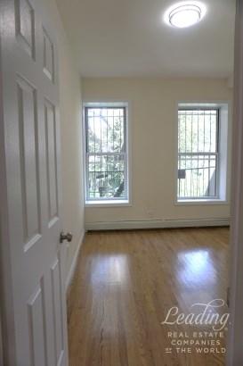 823 Gates Avenue 3 3, Brooklyn, NY - USA (photo 5)