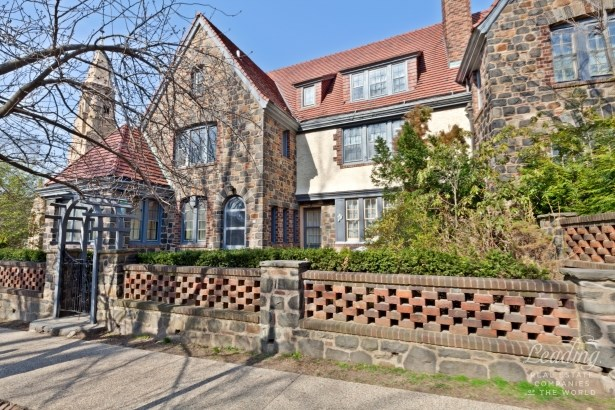 Forest Hills Gardens 2-family Tudor N/a, Forest Hills, NY - USA (photo 1)