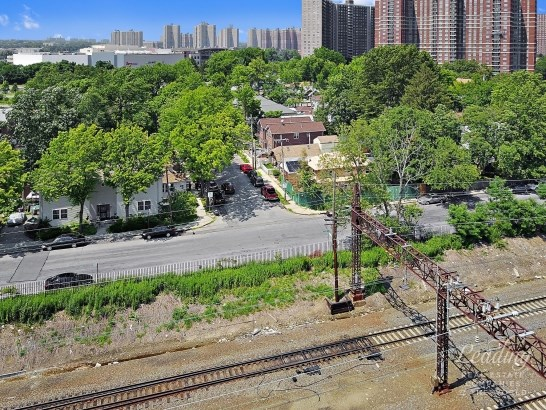 2202 Palmer Avenue, Bronx, NY - USA (photo 5)