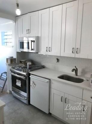 2bed/1bath Apartment In Astoria 2, Astoria, NY - USA (photo 1)