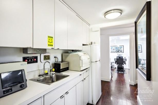 333 East 34th Street 1m 1m, New York, NY - USA (photo 2)