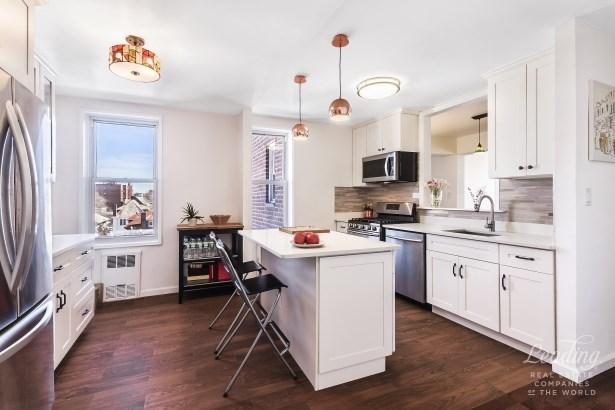 131 74th Street 5d, Bay Ridge, NY - USA (photo 2)