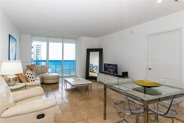 Condo/Co-op/Villa/Townhouse, Condo 5+ Stories - Hallandale Beach, FL