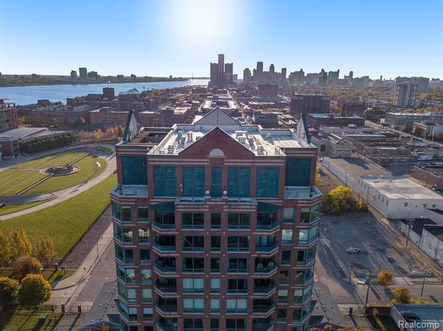 Common Entry Building,High Rise - Detroit, MI