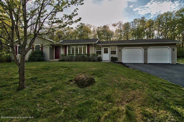 Ranch, Single Family - Lake Ariel, PA