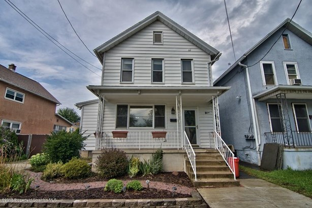 Traditional, Single Family - Dunmore, PA