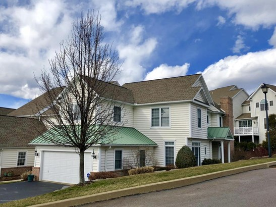 Townhouse, Colonial - Moosic, PA (photo 1)
