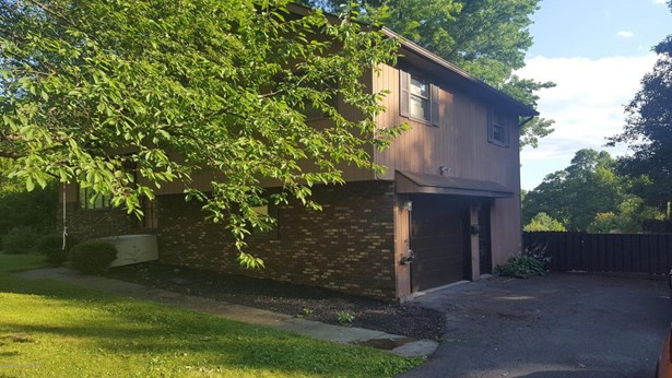 Split Level, Single Family - Dalton, PA (photo 2)