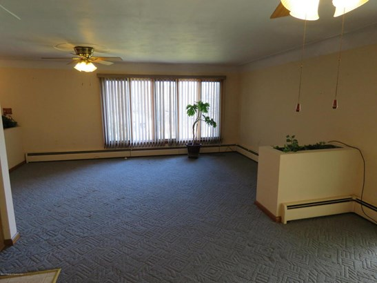 Ranch, Single Family - Carbondale, PA (photo 2)